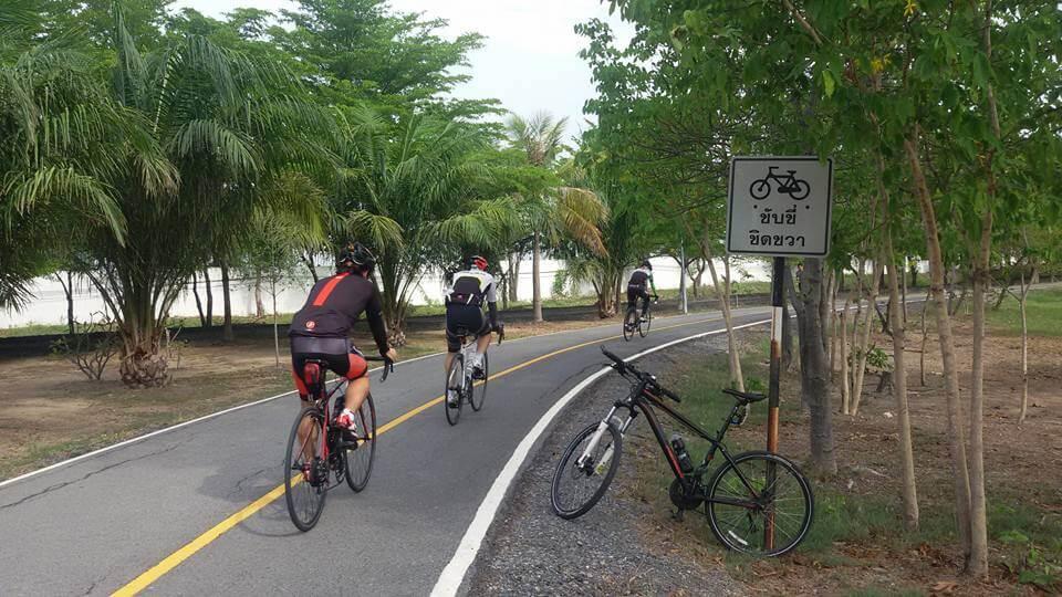 Park 1 cycle lane 2