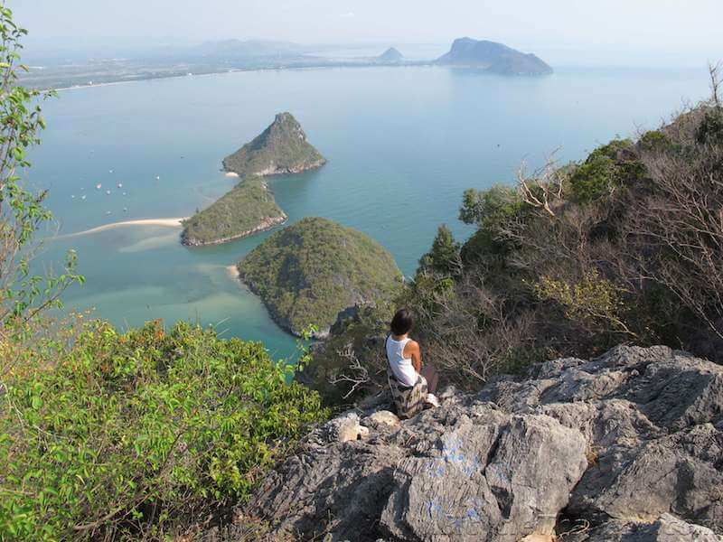 Khao Lom Muak, with views of Ao Noi, Ao Prachuap, and Ao Manao
