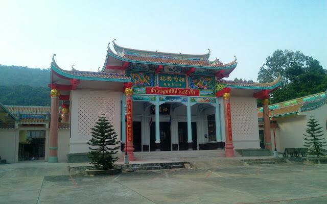 Chao Pho Khao Chalak Cemetary