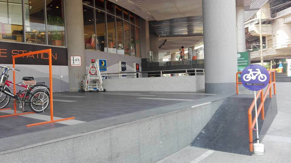 Bicycle parking at SEACON BANGKAE ramp